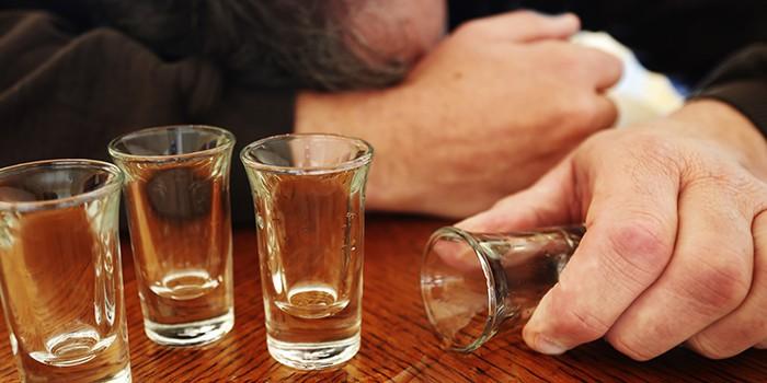 Можно ли алкоголь при отравлении